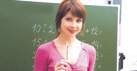 Öğretmeni bin 121 TL