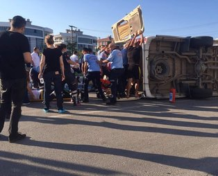 Son dakika: Balıkesir'de minibüsle otomobil çarpıştı: 1 ölü, 12 yaralı