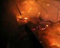 Gece yarısı korkutan yangın! Küle döndüler