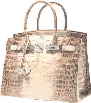 3fd6328e82bf6 İki yıl önce Hermes Birkin Fuşya modeli çanta 222 bin dolara satılmıştı.