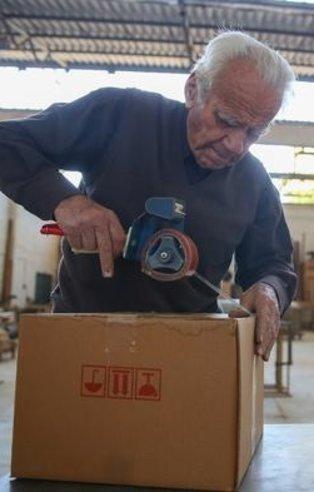 Mobilyacı Mehmet Usta 90'ında e-ticarete başladı