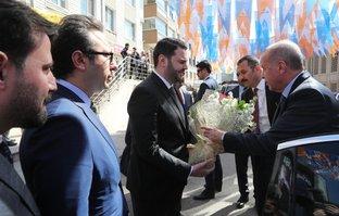 Başkan Erdoğan çiçeklerle karşılandı!