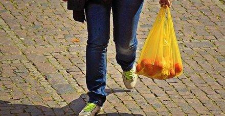 Bir ülke daha plastik poşeti yasaklıyor