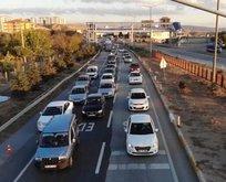 43 ilin geçiş güzergahında trafik yoğunluğu!