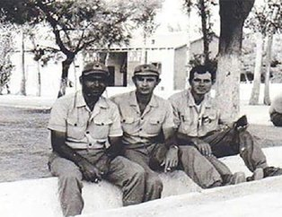 Siyasetçilerin askerlik fotoğrafları!
