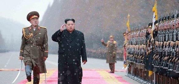 Balistik füze denemelerini sürdüren Kuzey Kore'nin ihracat gelirlerini yeni yaptırımlarla üçte bir oranında azaltmayı hedefleyen BM Güvenlik Konseyi karar tasarısı oy birliğiyle kabul edildi.