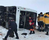 Sivas'ta yolcu otobüsü devrildi! Çok sayıda yaralı var