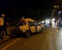 Yakıtı biten otomobili iten gençlere kamyonet çarptı