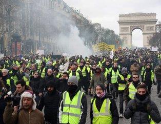 Paris sokakları karıştı! Gösterilerde bir kişinin kolu koptu...