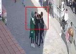 Karaköy'de başörtülü kadına çirkin saldırı! Önce başını açmaya çalıştı sonra yumrukladı