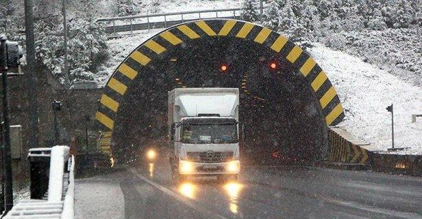 Yola çıkacaklar dikkat! Kar bastırdı