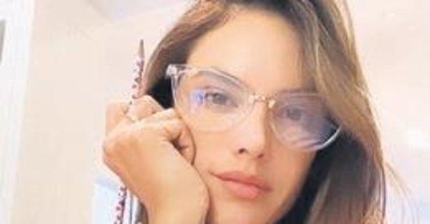Gözlüklü Alessandra