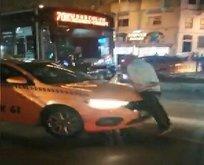 Beyoğlu'nda alınmadığı taksinin üstüne çıktı
