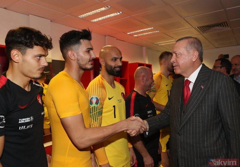 Başkan Erdoğan Türkiye-İzlanda maçı sonrası soyunma odasına indi! İşte o anlar