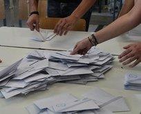 Yunanistan'da oy sandıkları çalındı!