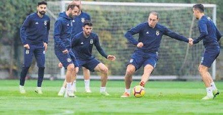 Fenerbahçede Trabzonspor hazırlıkları tam gaz sürüyor