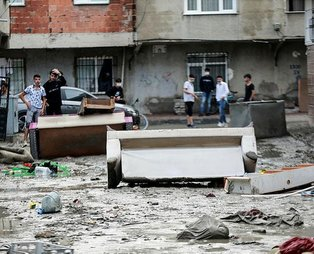 Esenyurt'ta evleri su içerisinde kalan vatandaşlar CHP'li İmamoğlu'na isyan etti