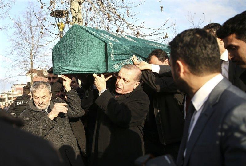 Cumhurbaşkanı Erdoğan, Sametin cenazesine omuz verdi