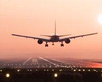 Kötü kokan yolcu yüzünden uçak acil iniş yaptı