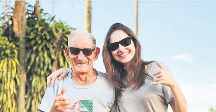 Brezilya'ya giden oyuncu Jessica May, ailesiyle hasret giderdi