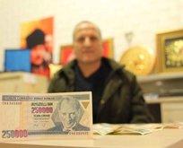 O parayı 17 yıldır saklıyor! Atatürk resmindeki o detay...
