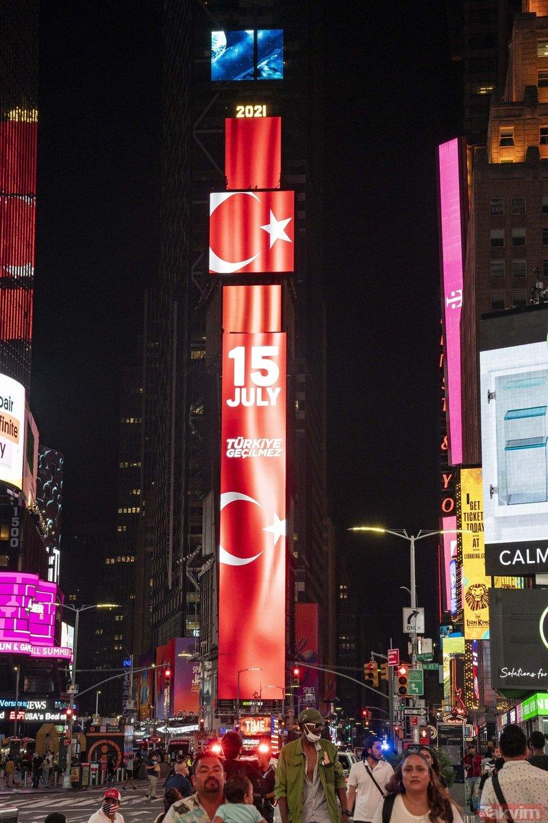 FETÖ'cü hainlerin 15 Temmuz darbe girişimi ABD'de Times Meydanı'nda anlatıldı