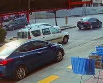 Kadın sürücü çarptığı aracın sürücüsünü tekme tokat dövdü!