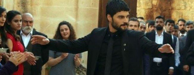 Hercai'nin oyuncusu Akın Akınözü'nün sevgilisiyle fotoğrafları çıktı! Akın Akınözü'nün sevgilisi bakın kim çıktı?