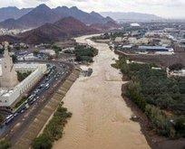 S. Arabistan'da sel felaketi: Çok sayıda ölü var