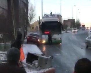 İnanılmaz anlar! 'Otobüs kayarak geliyor, arabadan in'