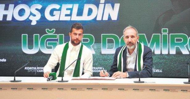 Atiker Konyaspor Uğur'a imza attırdı