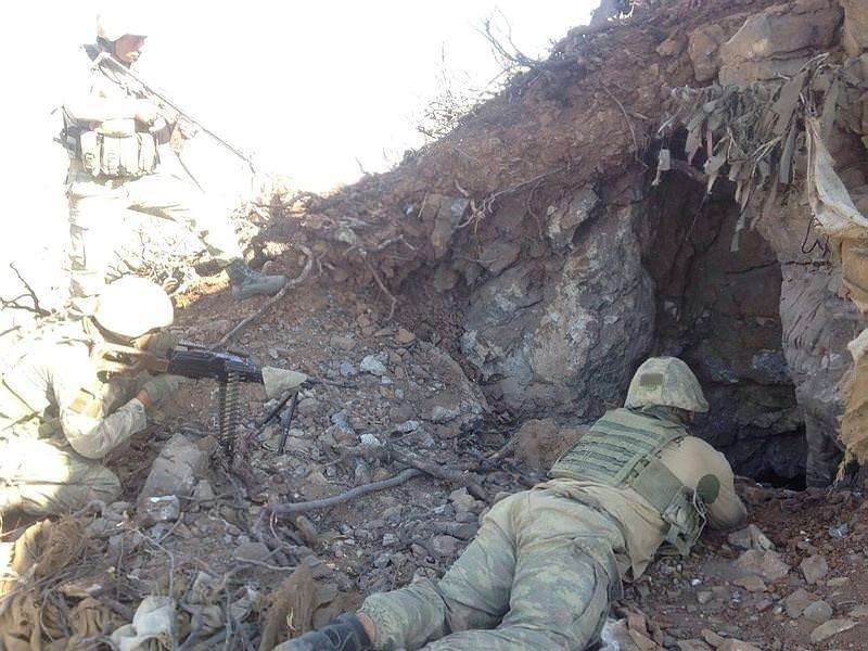 Hakkaride PKKlıların kullandığı tünel