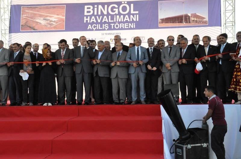Bingöl halkı Başbakanı bağrına bastı!