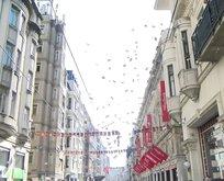 İstiklal Caddesi'nde gökten para yağdı!