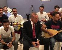 Erdoğan gençlerin türkülerine eşlik etti