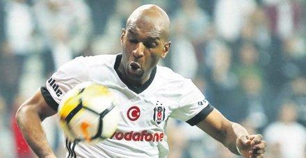 Beşiktaş'ta Babel'le yollar ayrılıyor! Beşiktaş'ın Hollandalı yıldızı Ryan Babel, Fulham yolcusu