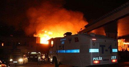 Son dakika... Şanlıurfa'da büyük yangın! 14 kişi hastaneye kaldırıldı