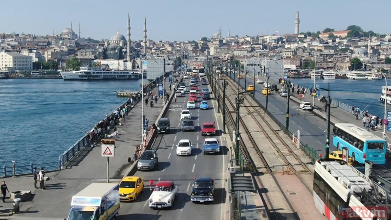 Galata Köprüsü'nde 100. Yıl Konvoyu...