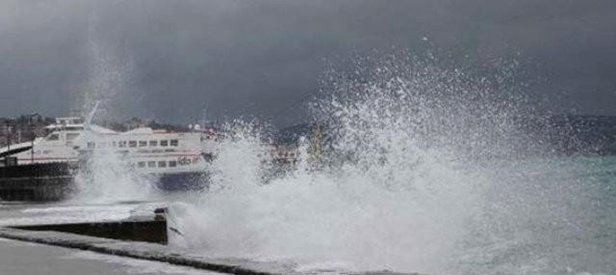 Kötü hava deniz ulaşımını vurdu