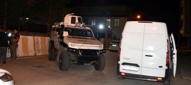 Polis merkezi önünde silahlı kavga: 2 ölü, 1'i polis 5 yaralı