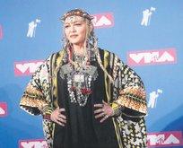 Madonna otur sıfır!