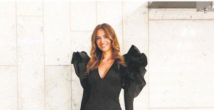 Yüksel Ak, bir davet için tercih ettiği kıyafetle ABD'li model Kendall Jenner'la pişti oldu