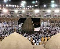 Mekke'de Kabe'nin örtüsü açıldı!