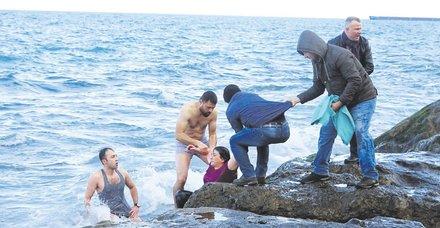 Trabzon'da psikolojik sorunları olan kadın denize atladı! Dalış timi komutanı imdadına yetişti