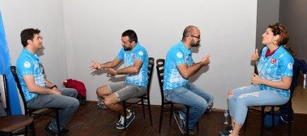Sağlık çalışanlarından olimpiyatlara işaret diliyle destek
