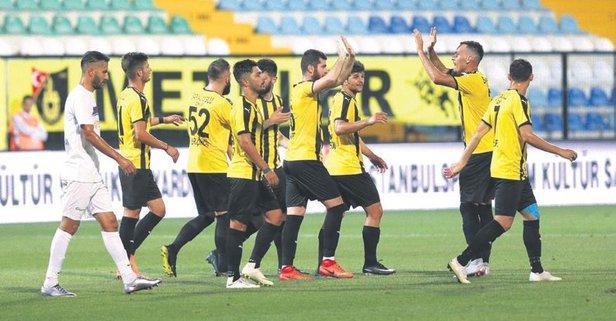 İstanbulspor 4 köşe!