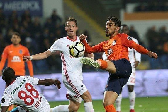 Galatasarayda savunmaya sürpriz aday  (9 Haziran Galatasaray transfer gündemi)