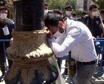 Ayasofya'ya giremeyen vatandaş gözyaşlarına boğuldu