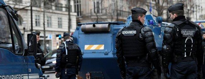 Fransa ayakta! Paris'te gözaltılar başladı!