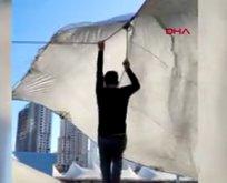 Fırtına pazarcıyı metrelerce havaya uçurdu